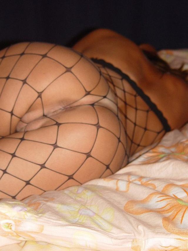 Телки оголили упругие задницы - секс порно фото
