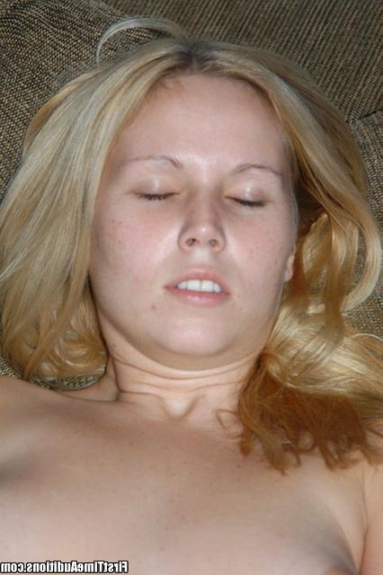 Студентка разогревает парня ом и сладко трахается - секс порно фото