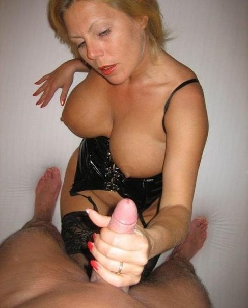 Мамочки обнажают сиськи и делают  - секс порно фото