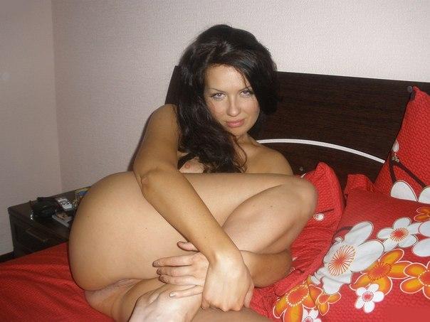 30-летние дамочки обнажают пышные сиськи и бритые киски - секс порно фото