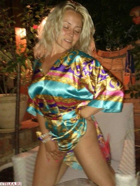 Развратные жёны показывают дома интимные места - секс порно фото