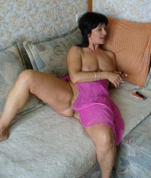 Зрелые дамочки хвастаются большими формами - секс порно фото