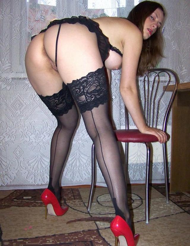 Дамочки в чулках трахаются в жопу раком - секс порно фото