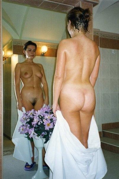 Дамочки светят попками дома и  - секс порно фото