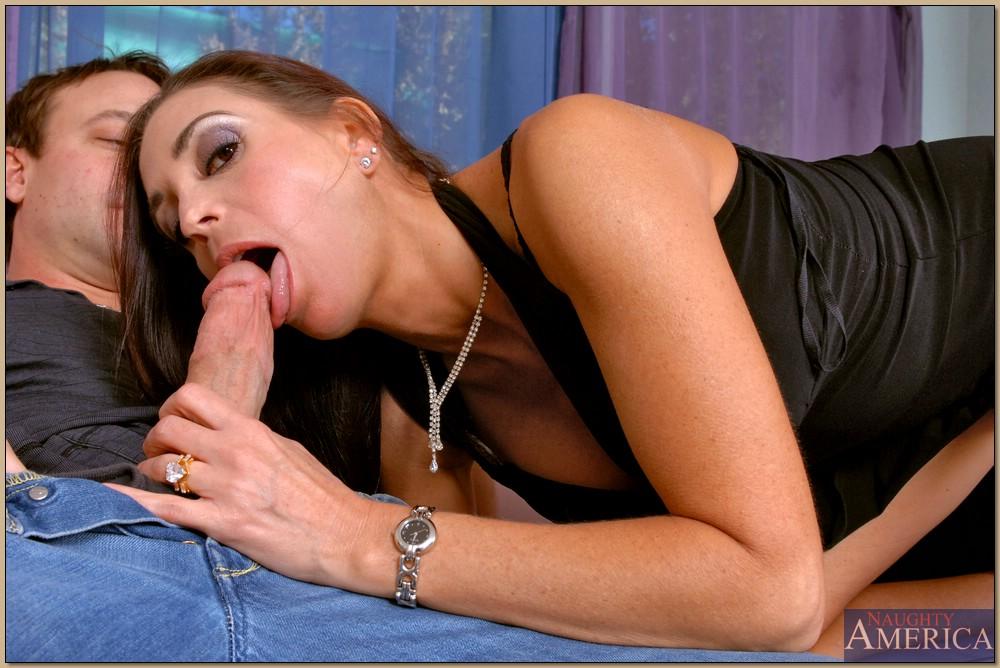 Мужик дерет в задницу голую гимнастку - секс порно фото