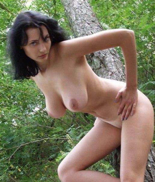 Цыпочки демонстрирую упругие попки и занимаются анальным сексом - секс порно фото