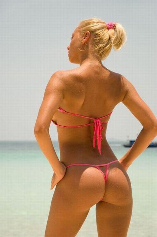 Телки показывают свои  попки - секс порно фото