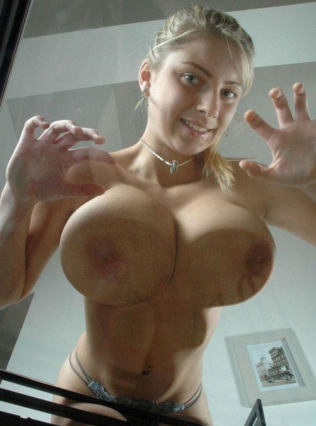 Девушки показывают голые сиськи разных размеров - секс порно фото