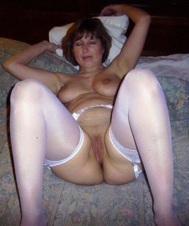 распахнули киски дома - секс порно фото